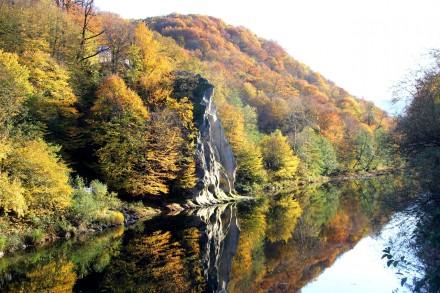 Reka-Psekups-i-mestnaya-dostoprimechatelnost-skala-Petushok (1)